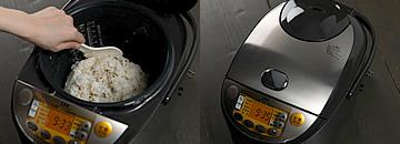 雑穀米を形作って保温